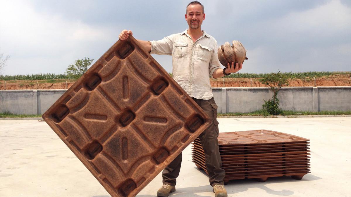 Coco pallet propose une alternative au bois à base de noix de coco.